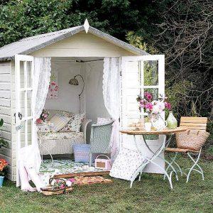 cabaña en el jardin