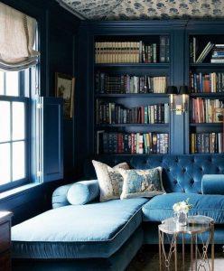 pintura azul sobre muro y mobilario