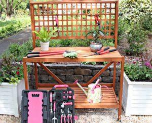 banco de trabajo en el jardin