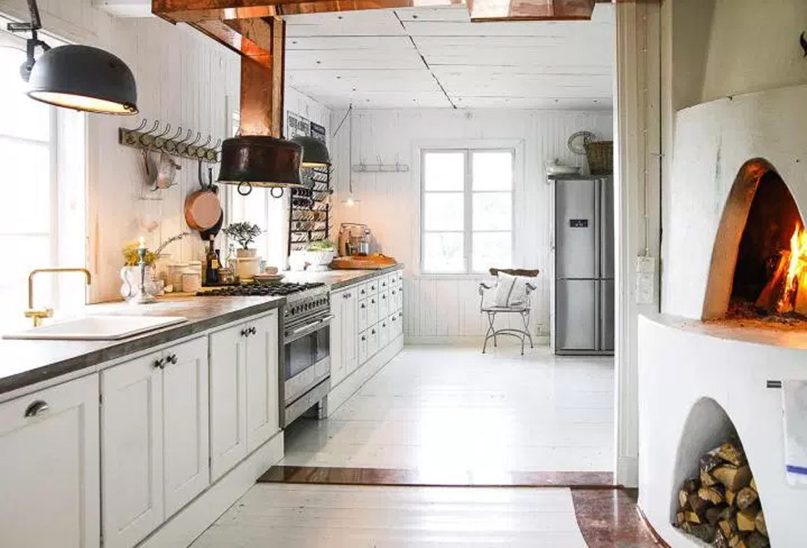Ejemplos de decoraci n cocinas de color blanco estilo for Cocina industrial blanca