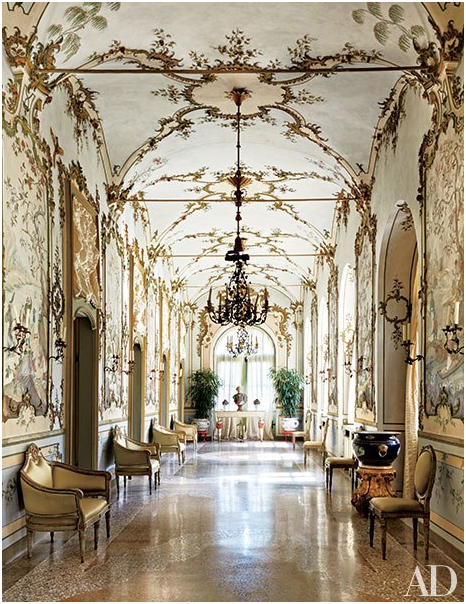 Villa Perosa, de los Agnelli en Italia. Pasillo redecorado por Marella Agnelli y Stephane Boudin de Maison Jansen. Vía AD Estados Unidos.
