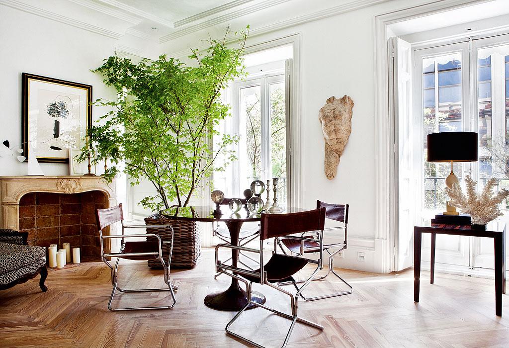 mesa redonda vintage y buatacas clasicas renovadas en la josa shop