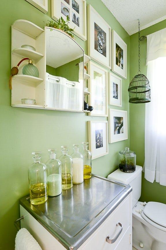 decoarra el baño en colro verde la josa shop