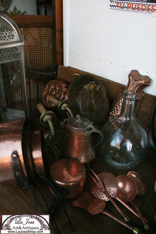 Imgan realizada en La Josa Shop .Onjetos y anticulos de cobre para decorar antiguos nuevos o vintage se veneden en la tienda online de decoracion La Josa Shop Antiques vintage