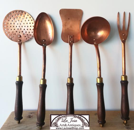 utensilios  de cocina   de cobre antiguos para decorar tu cocina en  la josa shop Antique copper kitchenware to decorate your kitchen in La Josa Shop antiques and vintage decor