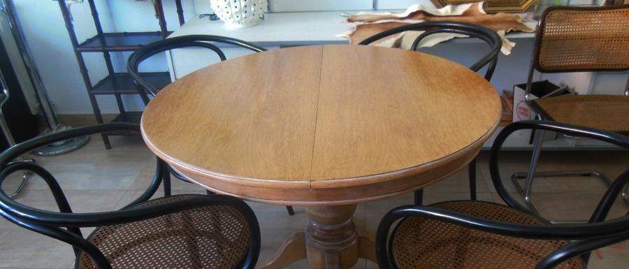 sillas thonet 209 y mesa redonda en la josa shop